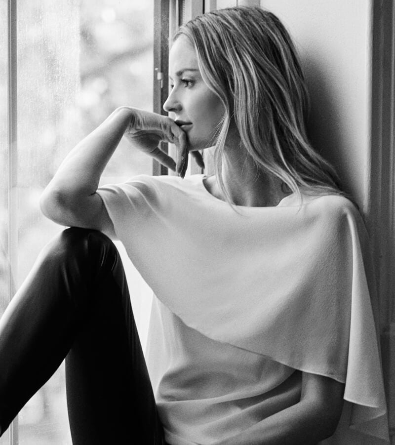 Discover the beauty and elegance of Anne Fontaine's designer white shirt featuring Parisian staples for the modern woman.